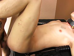 Korea body man fuck man sex video and rubbing their dicks together and hot kiss